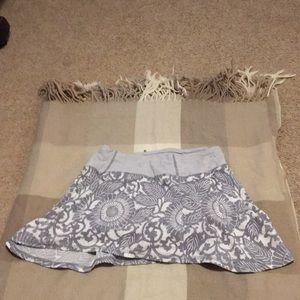 Lululemon gray/white floral running skirt size 2